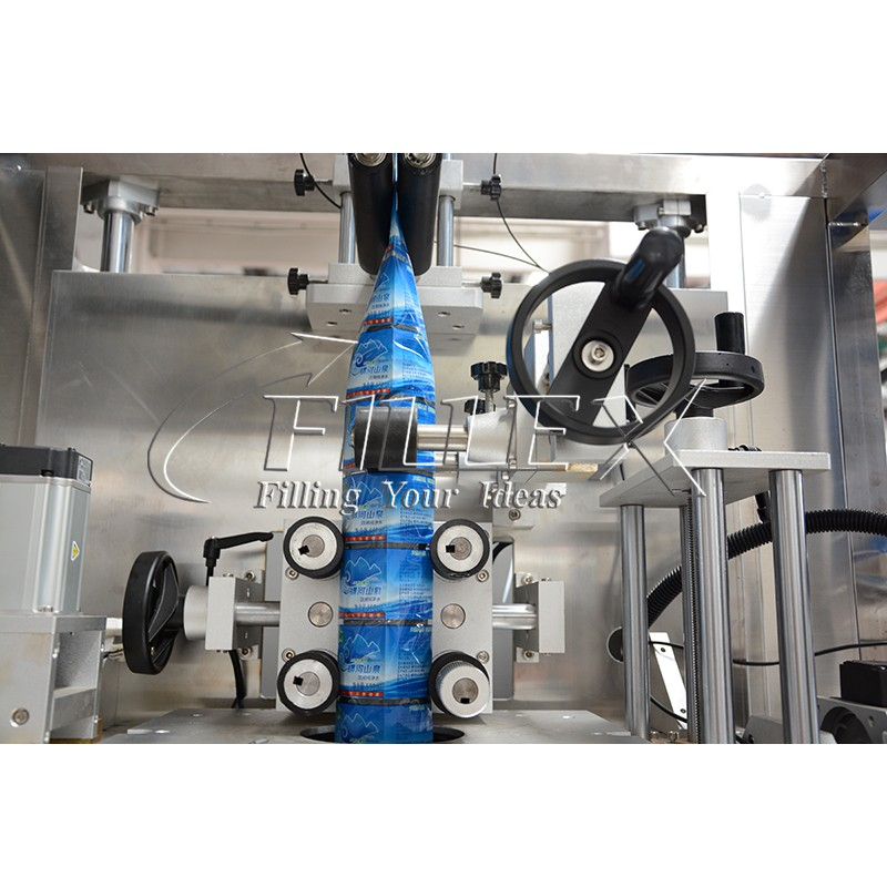 Automatic Shrink sleeve applicator with steam tunnel heating bottle shrink sleeve Labeling Machine